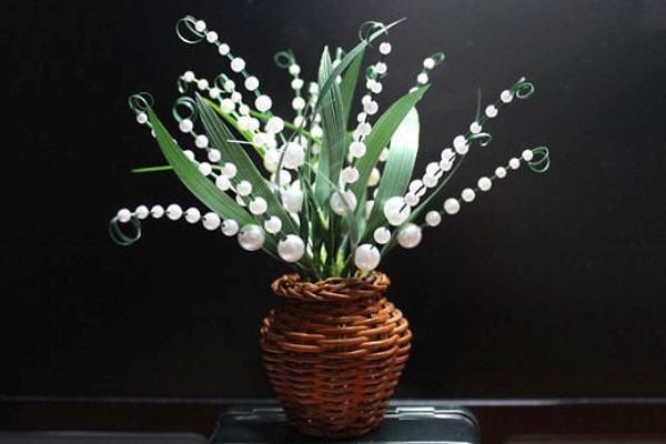 Sinh động với bình hoa đẹp bằng hạt cườm trắng 2