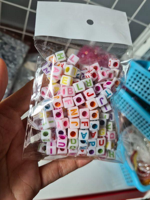 Hạt nhựa vuông chữ cái 1