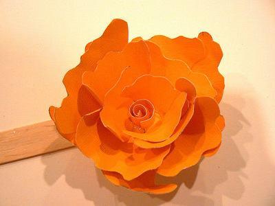Thao tác làm nhuỵ hoa cho bookmark handmade (Nguồn: Internet)