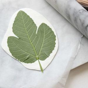 Thao tác in hình cho khay đựng handmade (Nguồn: Internet)