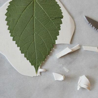 Thao tác tạo hình cho khay đựng handmade (Nguồn: Internet)