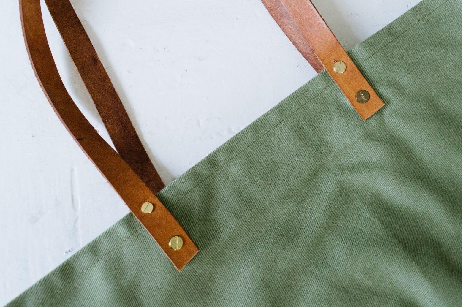 Các thao tác gắn dây cho túi tote (Nguồn: Internet)