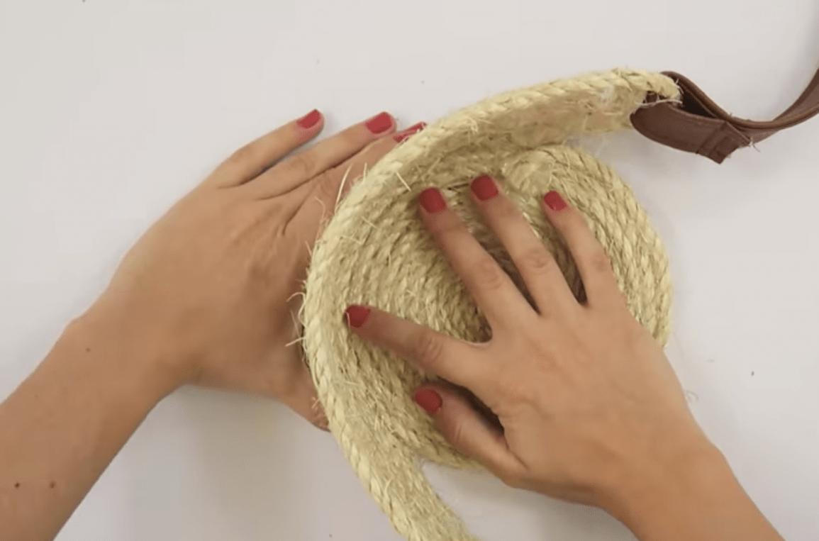 Các thao tác hoàn thiện túi xách handmade (Nguồn: Internet)