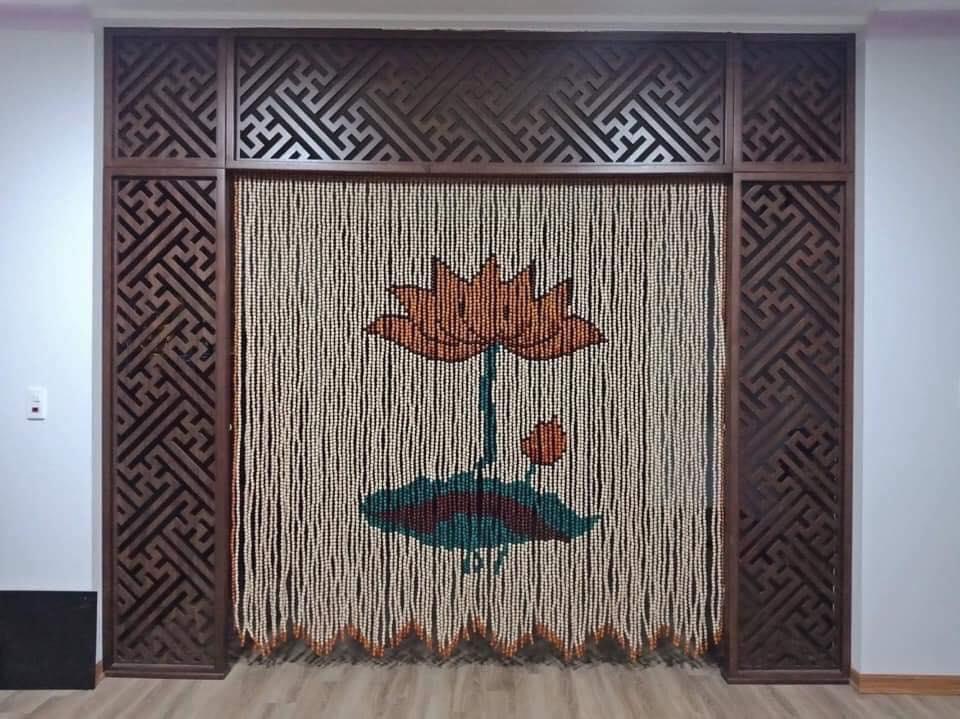Màu sắc nhã nhặn, hài hoà của rèm cửa hạt gỗ sẽ giúp cho tâm lý của chúng ta trở nên khoan thai, dễ chịu (Nguồn: Internet)