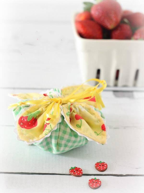 """Túi đựng quà handmade bằng vải được làm từ những nguyên liệu vô cùng """"hạt dẻ"""" và thân thiện với môi trường (Nguồn: Internet)"""