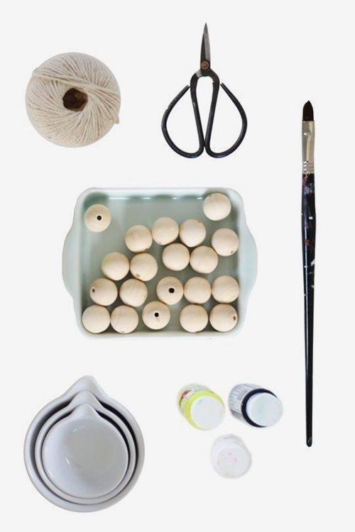 Nguyên liệu bạn cần chuẩn bị để làm miếng lót ấm chén từ hạt cườm gỗ độc đáo (Nguồn: Internet)